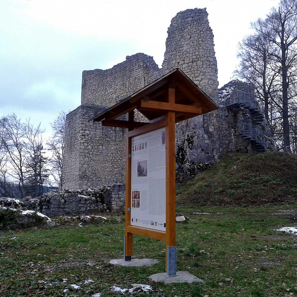 Ruine Falkenstein mit Schautafel